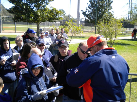 Roger Clemens signs autographs.