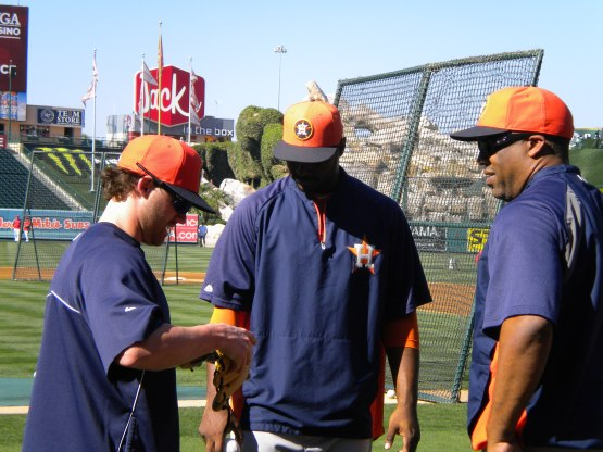 Jake Elmore, Chris Carter and Eduardo Perez chat.
